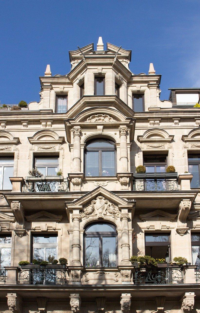 Stucco-facade