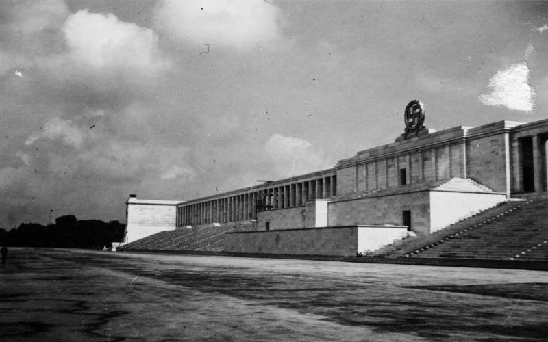 Nurnberg_Parteitagsgelande_Ehrentribune 1942